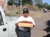 Heriberto Gómez, de Zamora, con las famosas fresas zamoranas